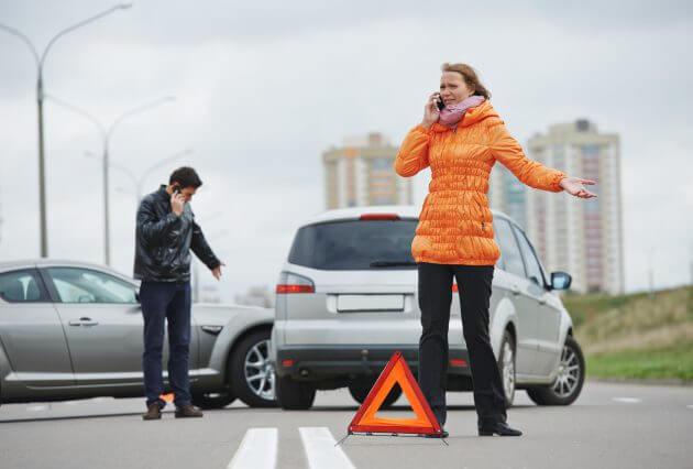 Не забудьте установить знак аварийной остановки при столкновении с другим ТС