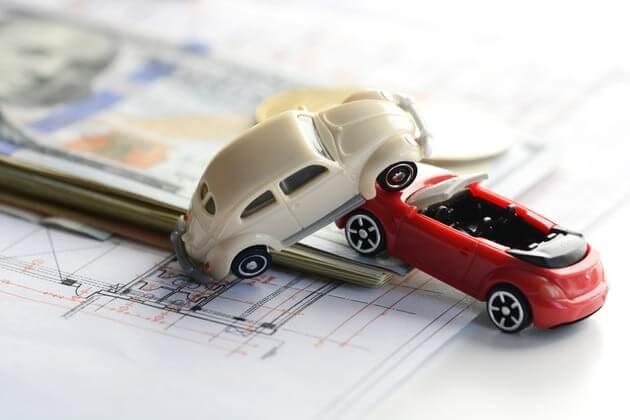 Авария двух игрушечных авто