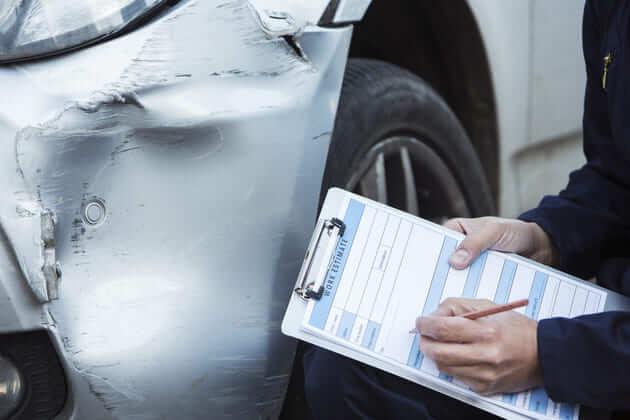 Эксперт оценивает последствия аварии у авто