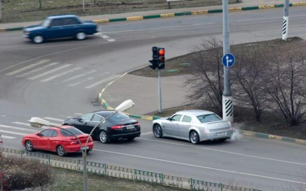 Нарушение ПДД - проезд на красный свет светофора